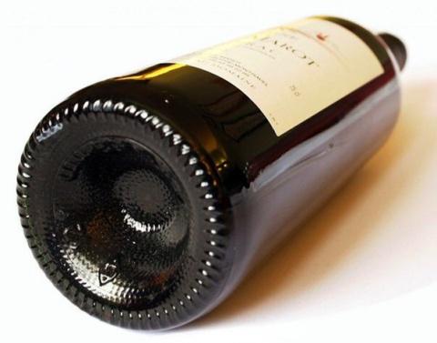 Вот почему у бутылки вина во…