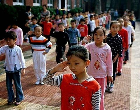 Ежовые рукавицы китайских родителей