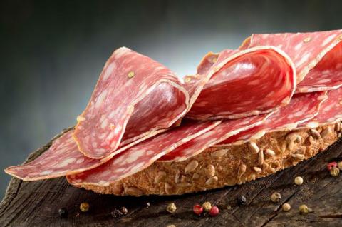 Колбаса, хлеб, мясо. Каким способом проверить качество продуктов?