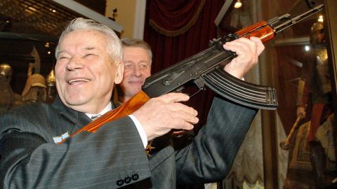 """Из """"Шмайсера"""" и АК-47 по """"дв…"""