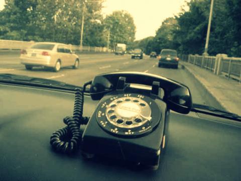 Телефон в автомобиле: 9 спос…