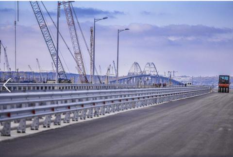 Пилотный участок Крымского моста обустроили для автомобилистов
