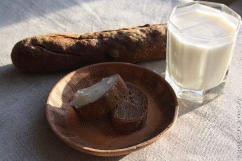 Хлеб из льняной муки с изюмом