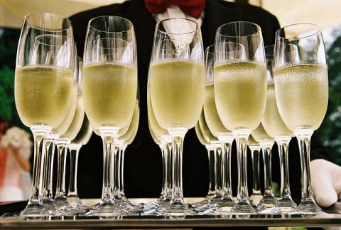 В России введут минимальную цену на шампанское