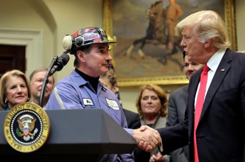 Американские шахтеры рубают …