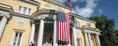 Доцент МГУ призвал выгнать посла США из его московской резиденции