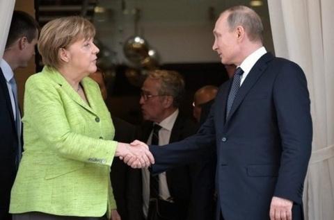 Меркель уезжает из Сочи не в настроении. Олег Царёв