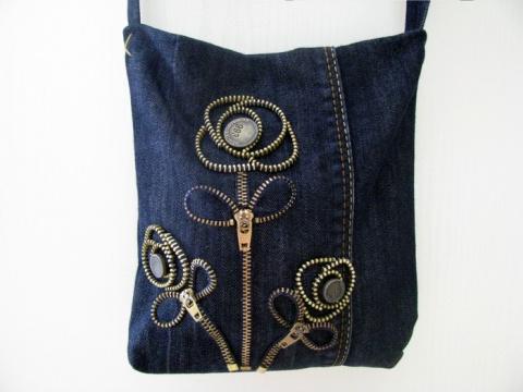 Мастер-класс — маленькая сумочка из джинсов с декором молниями
