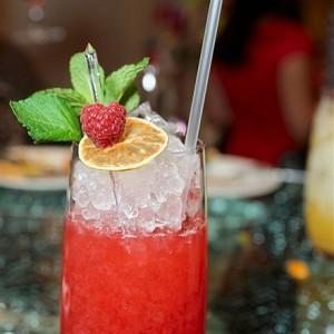 Безалкогольные напитки. Малиновый лимонад