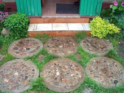 Плитка для садовой дорожки из наборных колец для колодцев