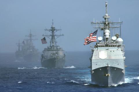 Американский эсминец против …