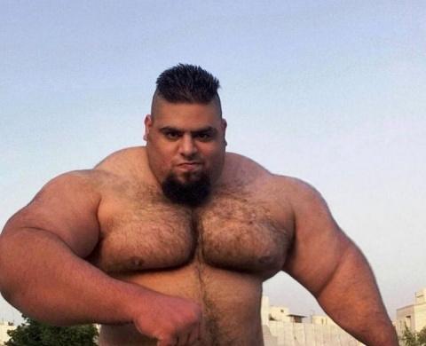Иранский Халк — тяжелоатлет …