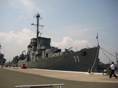военные корабли..