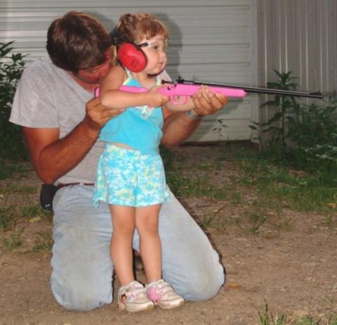 В США детей приучают к оружи…
