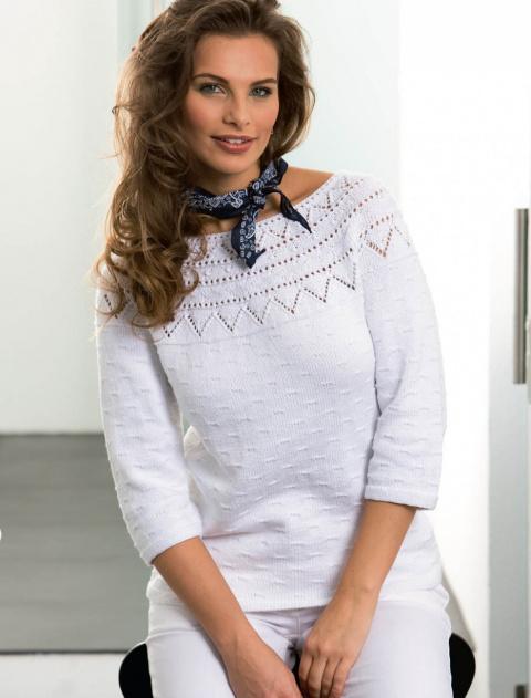 Белый пуловер с ажурной кокеткой
