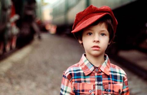Мальчик из детдома пронес дружбу через десятки лет, не зная правды о друге
