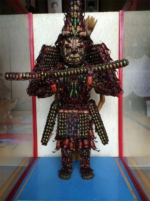 Невероятные японские статуи из жуков