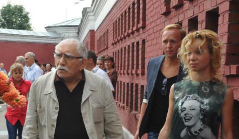 Цымбалюк-Романовскую и Джигарханяна столкнули лбами