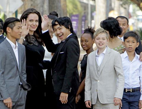 Одиночество Джоли: Жизнь на …