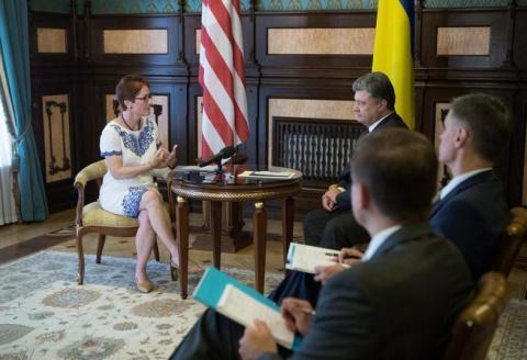 Посол США на Украине схватил…