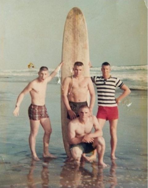 Друзья сделали этот снимок, перед тем как пойти на войну. Через 50 лет случилось невероятное!