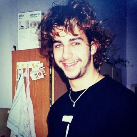 Фото знаменитостей из 1990-х…