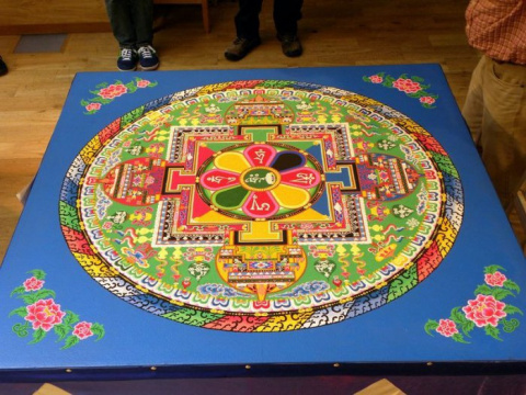 Песочные мандалы: тибетское искусство замысловатых картин