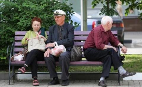 Пенсионеры в России живут плохо, но недолго