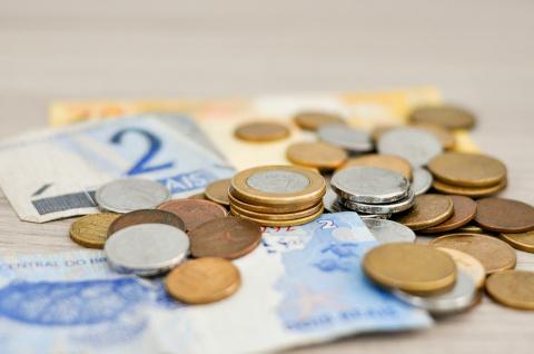В Калининграде поднимают минимальную зарплату
