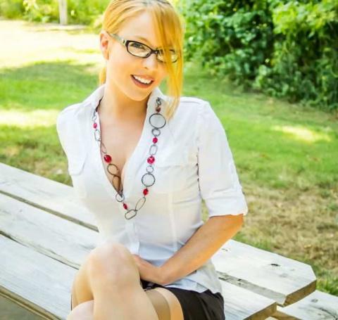 Красивые девушки в очках (50 фото)