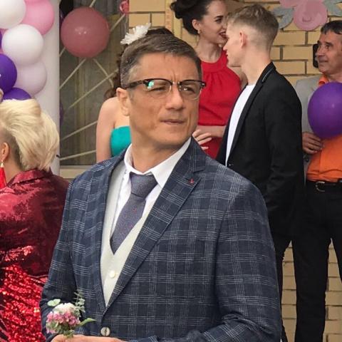 """Пропавший с """"радаров"""" сын Любови Полищук впервые показал общественности свою избранницу"""