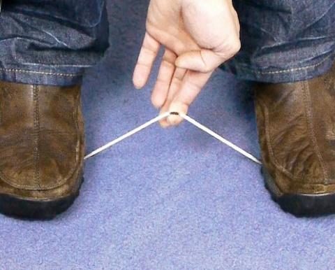 Как разрезать веревку голыми руками?