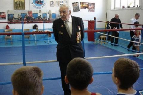 Суд оправдал молодого тренера Алексея Куракина, ударившего 89-летнего ветерана войны