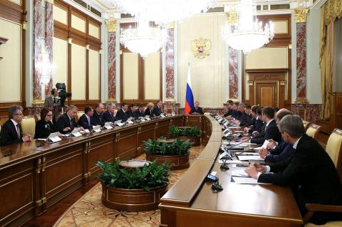 Медведева опять отправляют в отставку