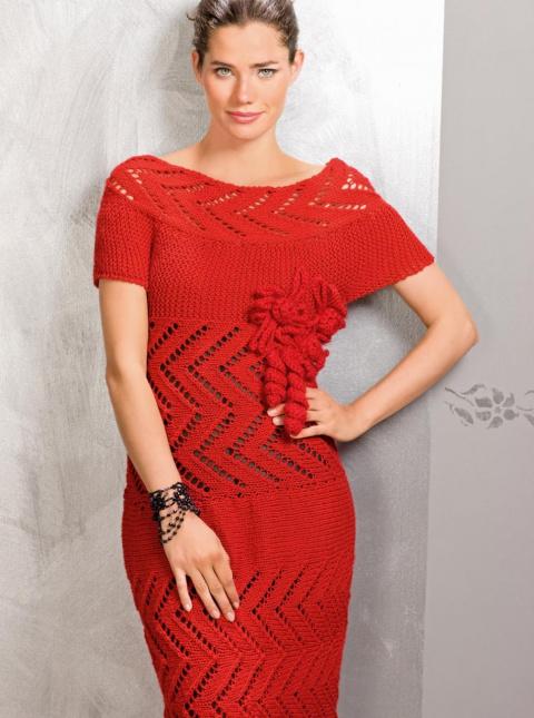 Платье с ажурной кокеткой