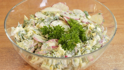 Салат из редиса и яиц - видео рецепт