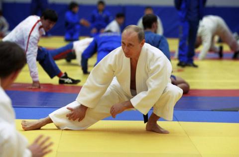 Песков ответил на обвинение о том, что Путин получил титулы по дзюдо «несправедливо»