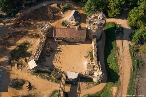 20 лет французы строили великолепный замок, используя методы Средневековья