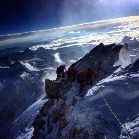 Восхождение на Эверест...