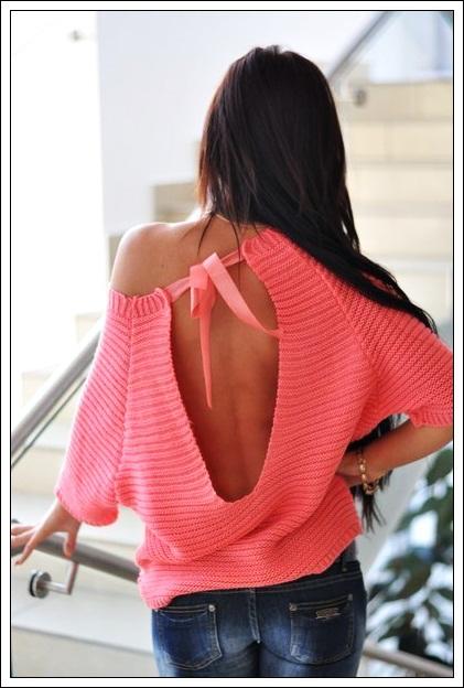 Эффектный пуловер с открытой спиной