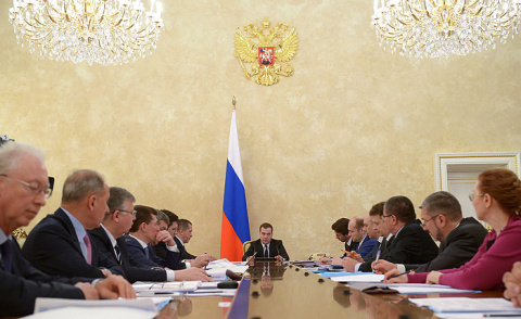 Медведев предложил перевести госкомпании и органы власти на Дальний Восток
