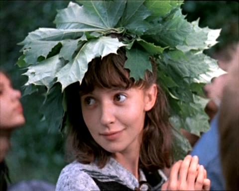 """Как менялась влюбленная старшеклассница Катя (актриса Татьяна Аксюта) из фильма """"Вам и не снилось…"""" с течением времени."""