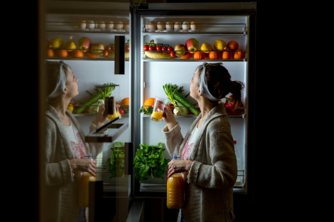 Ночной дожор: что можно достать из холодильника в ночи