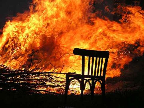 При пожаре в дачном доме под…