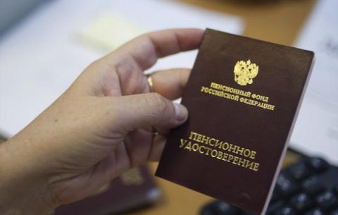 В России приняли закон о повышении пенсионного возраста