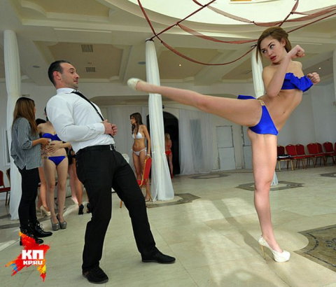 Конкурсантки «Краса России» надели официальные купальники