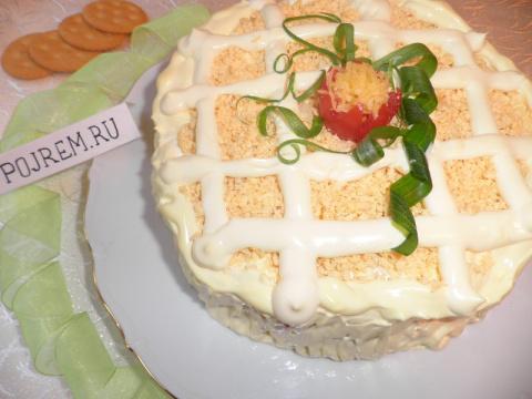 Салат-торт рыбный из крекера