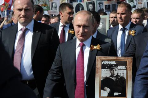 Путин присоединился к шестви…