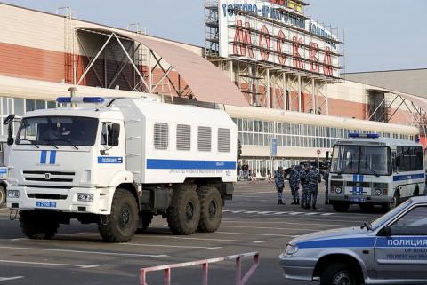 """Драка у ТЦ """"Москва"""": мигранты пришли к зданию с досками и камнями"""