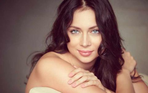 Настасья Самбурская официально вышла замуж. Женихом оказался известный актер